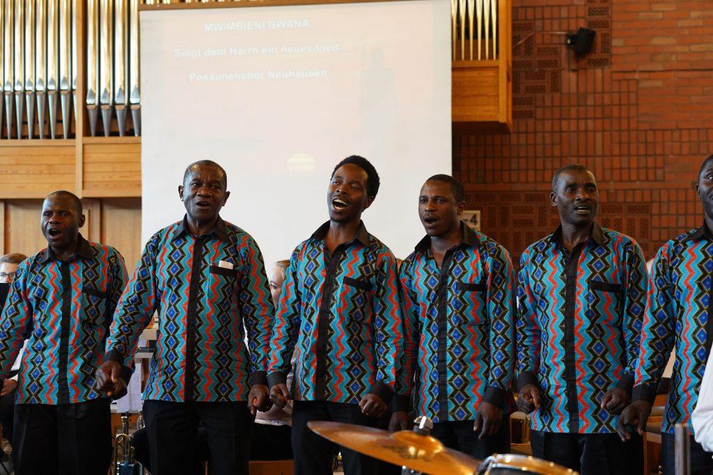 Tansanischer Chor singt in der Kirchengemeinde Neuhausen